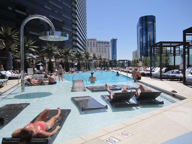 2 Bedroom Center Strip Condo - Las Vegas - Appartement