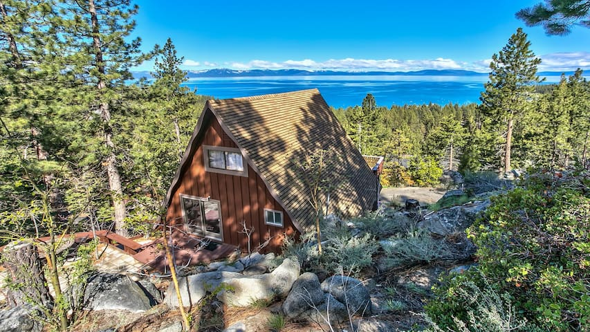Spectacular Lake & Mountain View Zephyr Cove Cabin - Zephyr Cove-Round Hill Village - Talo