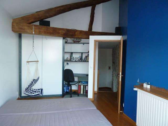 Chambre dans village avec vue sur Belledonne - Bernin