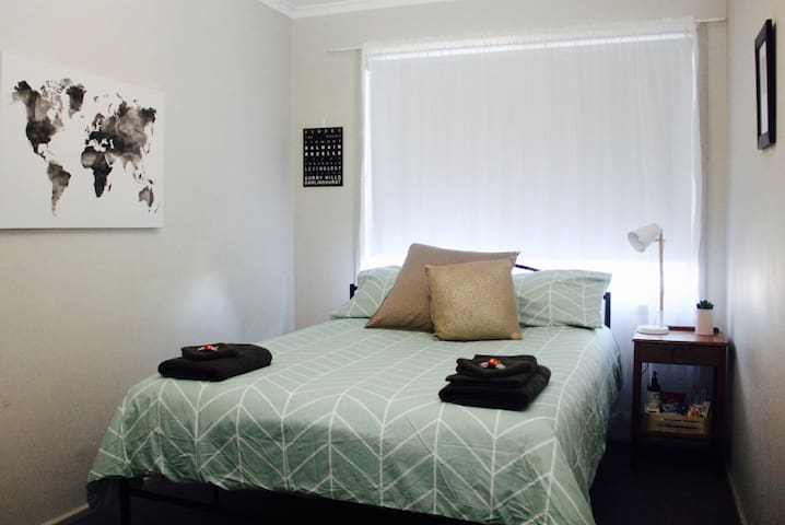 Comfortable private room in Sydney's village - Annandale
