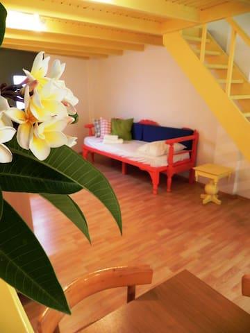 The flat with the yellow loft ! - Kissamos - Departamento