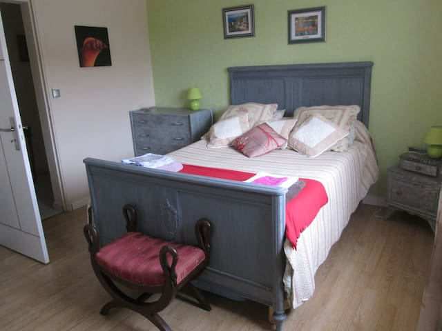 Spacious room in the country - Cazats - Hus