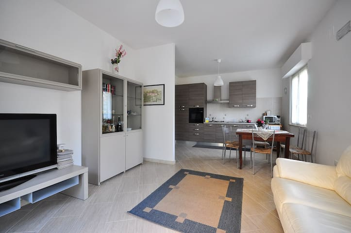 Appartamento nuovo e tranquillo vicino Università - Sambuceto - Leilighet