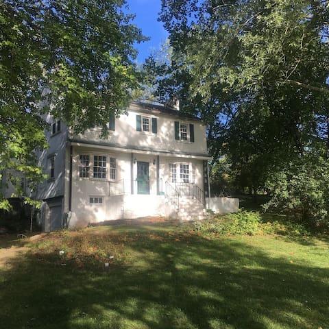Family Farmhouse on 13 acres - Pottstown - Hus