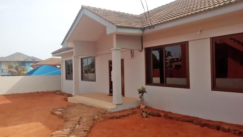 2 bedroom house. Near the beach & City - Accra