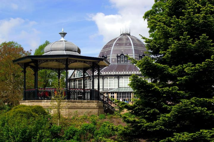 Pavilion Gardens, Broadwalk - 2 Bed Apartment - Buxton