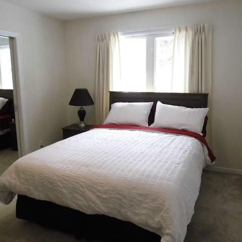 Large home, close to airport & downtown - St. John's - Ev
