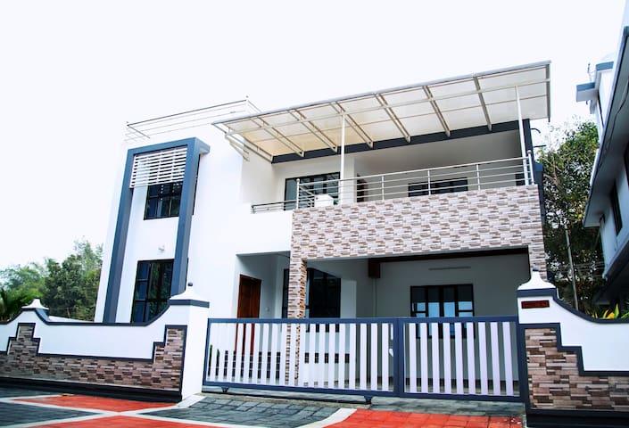 Home adjacent to kochi Airport - Ernakulam - Hus