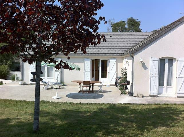 Jolie et agréable maison -  2 chambres privées - Amilly - Huis