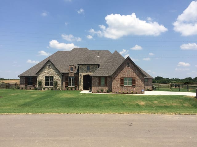 Cozy Castle - 10 miles from downtown Tulsa - Owasso