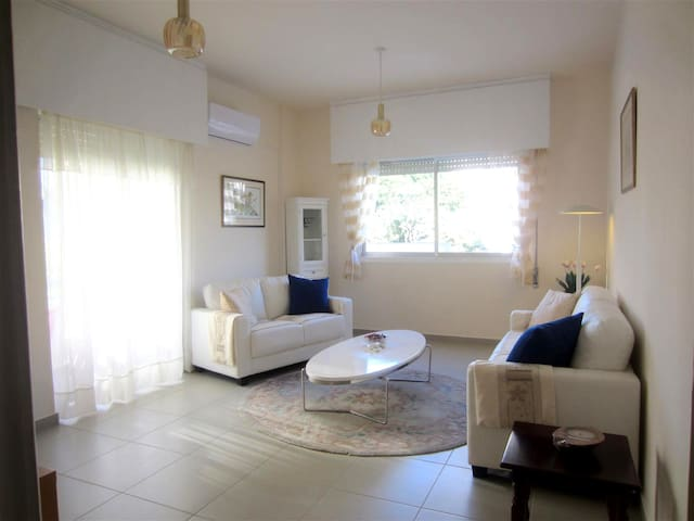 Lovely 2 Bed Apartment - 200m Sea! - Limasol - Apartment