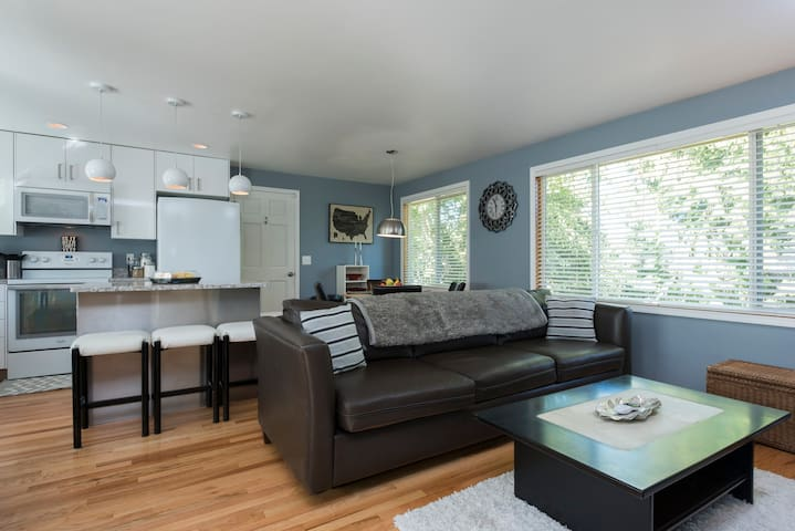 Beautifully updated South West Seattle Home! - Seattle - Hus