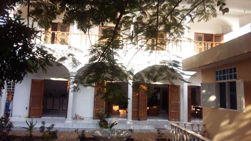 Résidence Tichani club, chambres d 'Hôtes - Cotonou - Pension