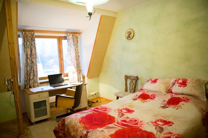 Friendly hosts and home near nature, zoo and sea. - Tallinn - Maison