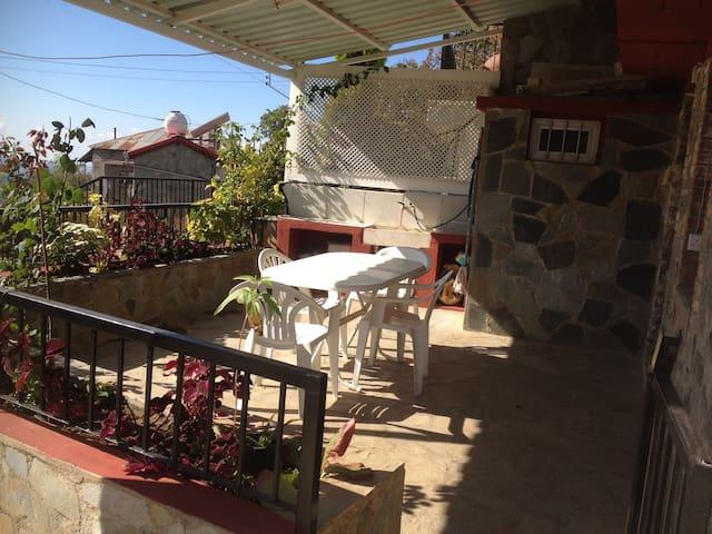 Cosy Prodromos Apartment with great view - Prodromos - Hus