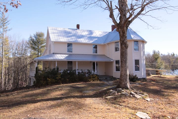 Completely renovated historic Wiseman House - Linville Falls - Huis
