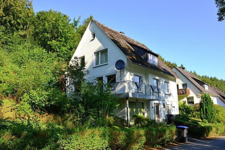 Vakantiehuis voor 12 personen vlakbij Willingen - Brilon - Hus