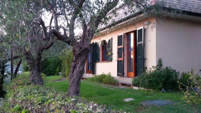 Bonassola appartamento con giardino e posto auto. - Bonassola - Huis