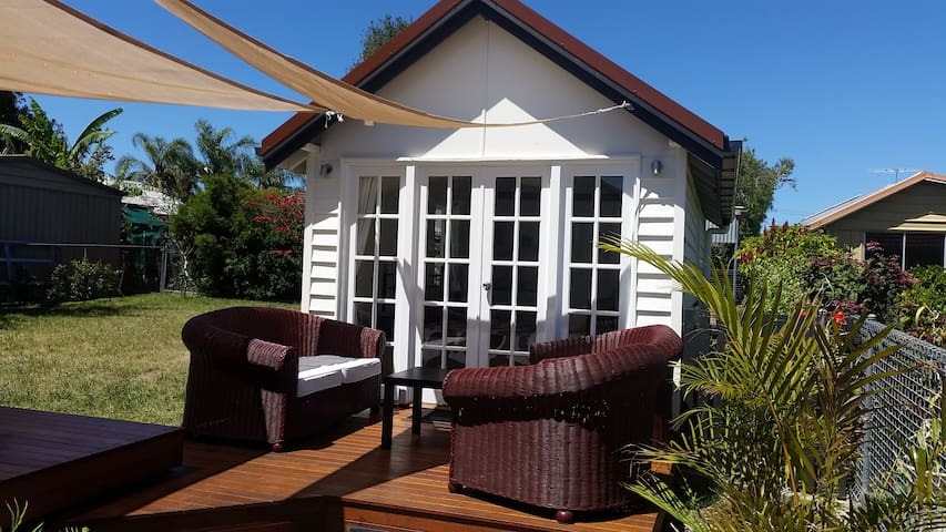 Stand alone private studio near the bay with WiFi - Manly West - Casa de huéspedes