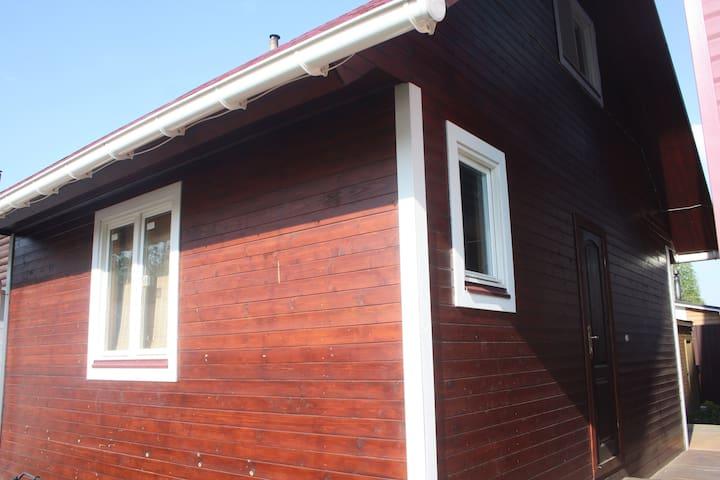 Замечательный гостевой домик для 2-4 гостей - Korolev - Pension