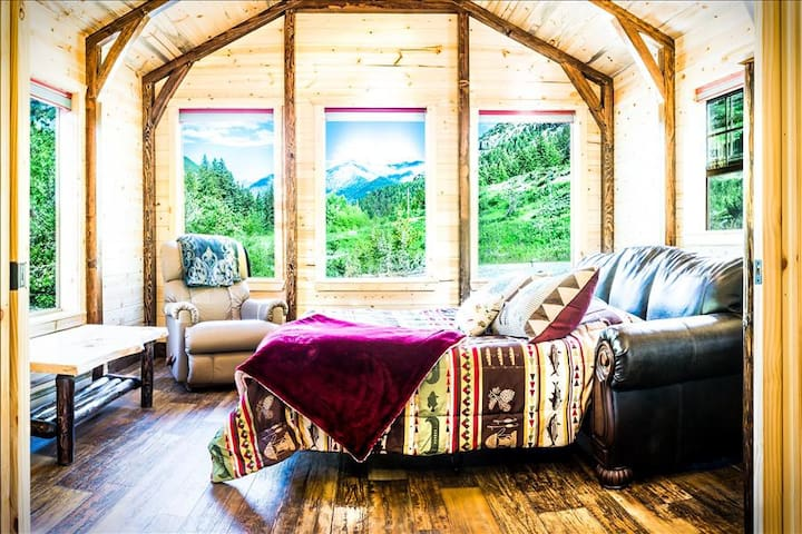 All-Inclusive Couples Getaway only $499! Champagne, Chocolates, and more! - Big Timber - Stuga