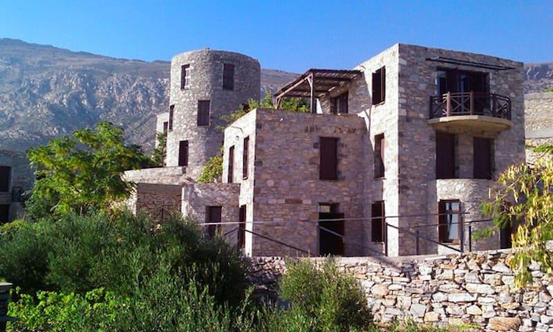 Traditional souite on top of Agios Kirikos Ikaria - Agios Kirikos - Casa