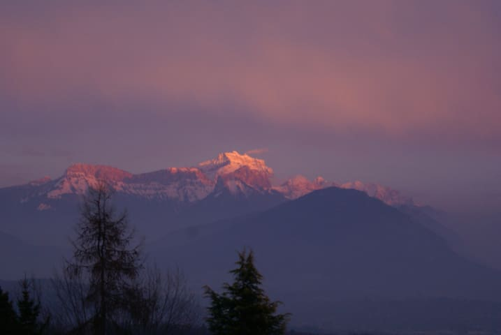 Studio calme au vert 10' Annecy vue panoramique - Cuvat - Casa