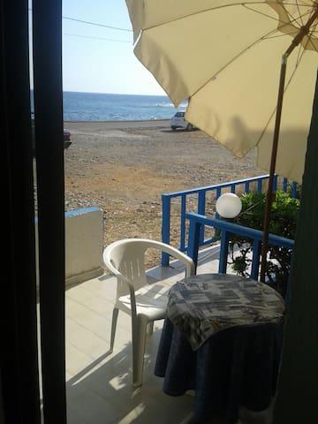 Studio for 3per 10 meters from sea - Παραλία Μιλάτου