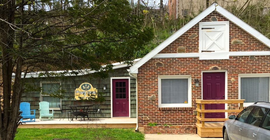 Cozy Corner Cottage - Hershey - Casa
