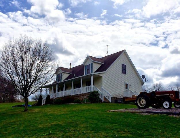Rural Comfort--Explore & Relax! - Frostburg - Casa