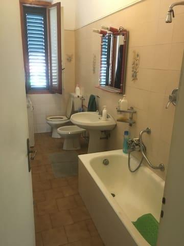 camera singola e camera doppia - uso appartamento - Prato - Departamento