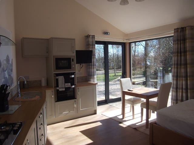 The Studio at Wildmoor Waters, Cotswold Water Park - South Cerney - Квартира