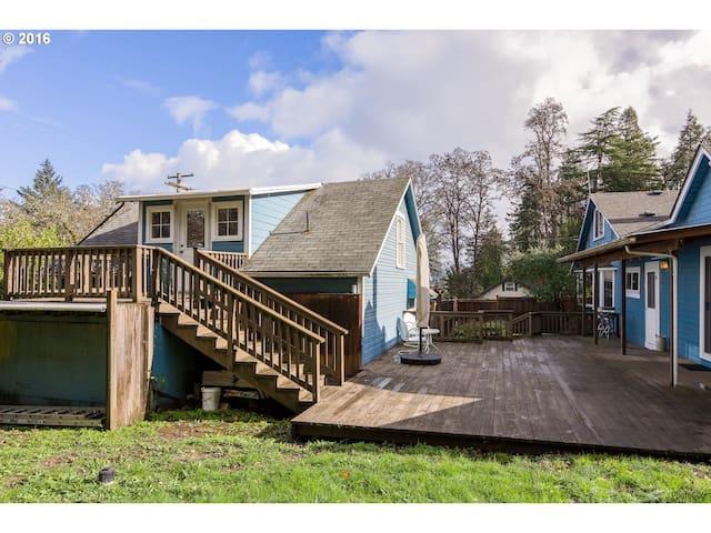 Charming and Private Farmhouse Cottage Apartment! - スプリングフィールド
