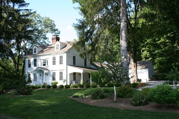 Fair Rising: A Noted Photographers Country Estate! - Sharon - Maison