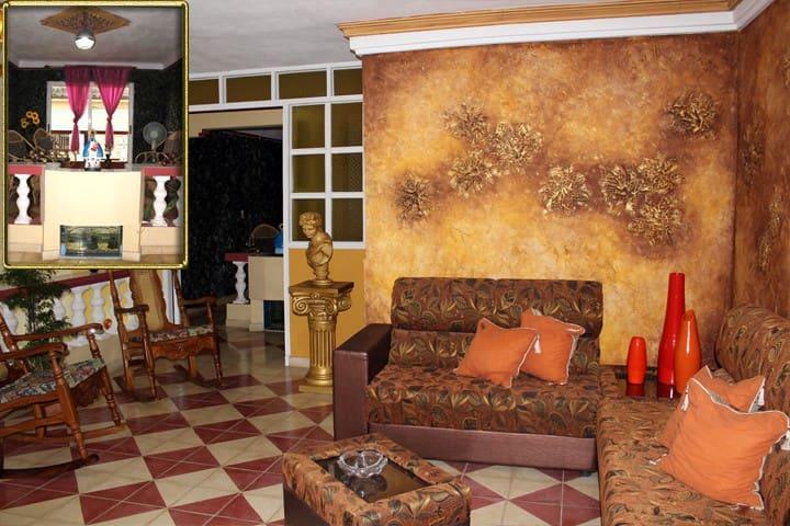 Hostal Los Balcones. Cardenas - Cardenas - Huis