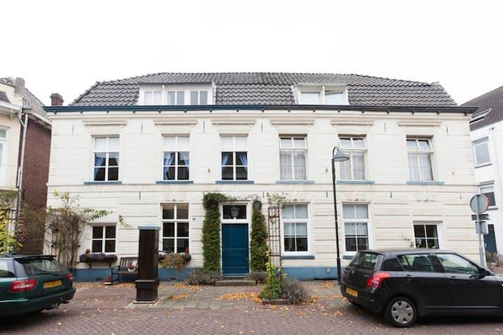 's-Heerenberg B&B De Oudste Poort. - 's-Heerenberg - Oda + Kahvaltı