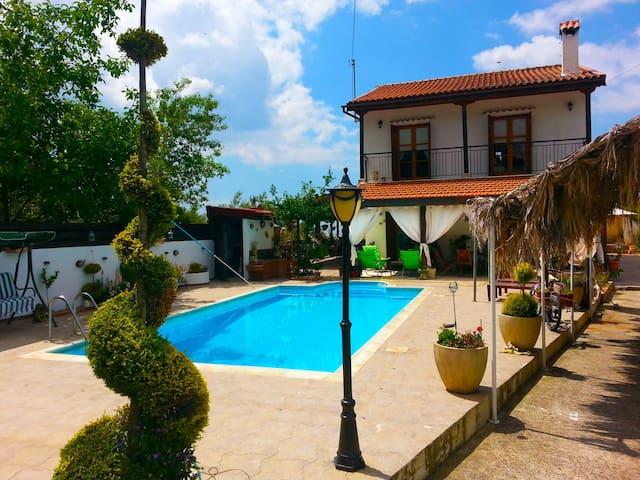 Lofou Luxury Villa - Lofou