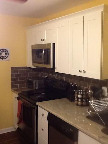 Weekly rental for pga championship - Springfield Township - Apto. en complejo residencial