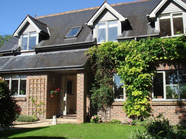 Beautiful family home near Alresford & Winchester - Ropley - Casa