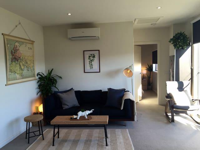 Unique 1BD apartment @ 2913 - Franklin - Appartement