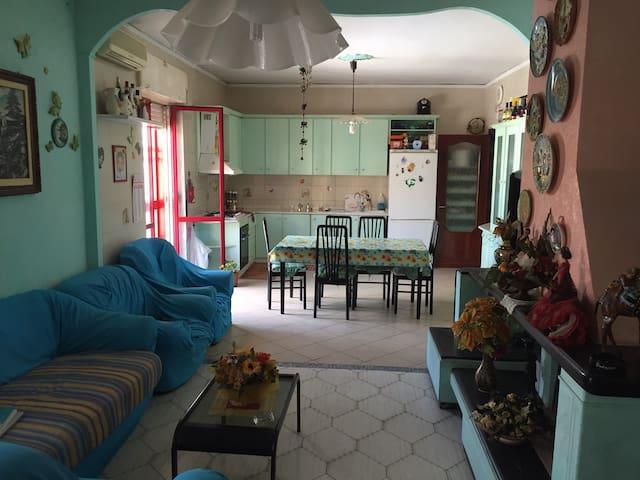 Fantastic extra room near the airport of Naples! - Casavatore - Hus