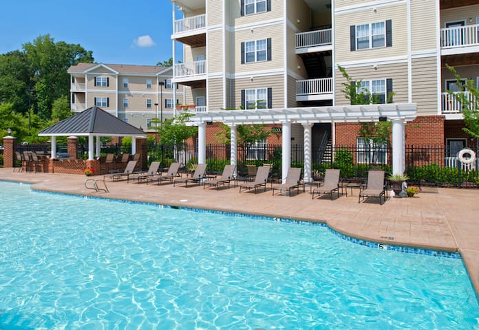 Gated Relaxing Room with Private Bathroom - Newport News - Apartament