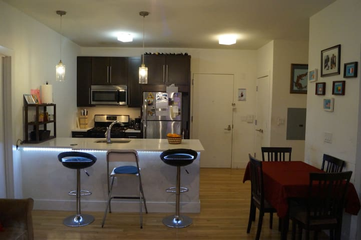 Modern Beautiful & Cozy home, 2BR Steps from NYC! - Jersey City - Apartment