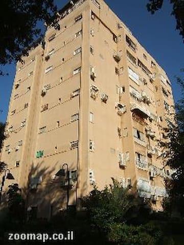 Apartment 5 room apartment for rent per week - Giv'at Shmu'el