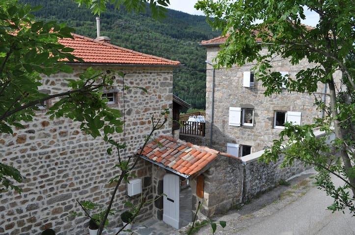 sérénité et nature dans un petit village d'Ardeche - Saint-Julien-Vocance - Daire