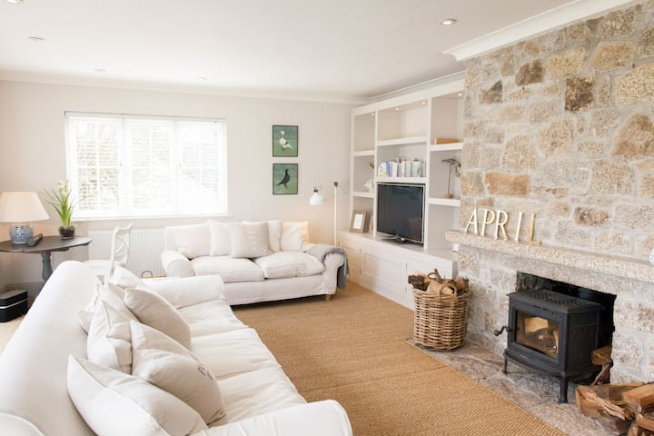 Luxury clapboard cottage with river views, Helford - Helford - Bungalow