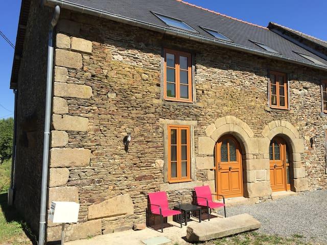 400-year old stone cottage - Bazouges-la-Pérouse - Hus