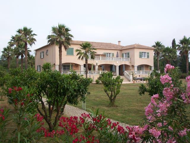 Villa de charme avec tennis et accès privé plage. - Taglio-Isolaccio