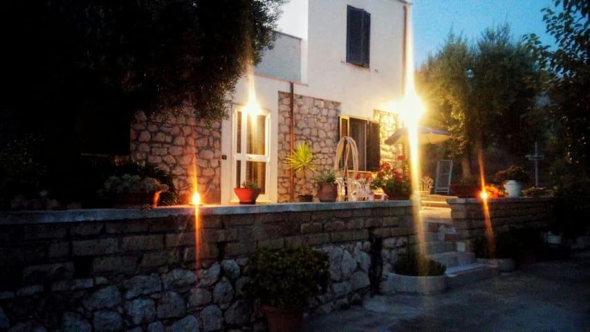 Cozy room in cozy stone farmhouse! - Sonnino