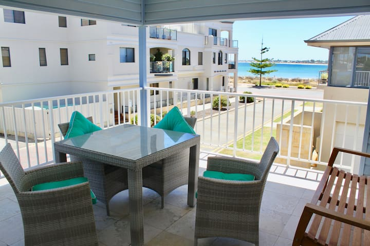 Hampton's Style Studio Apartment, 3 Bedrooms, Luxe - Mandurah - Pis
